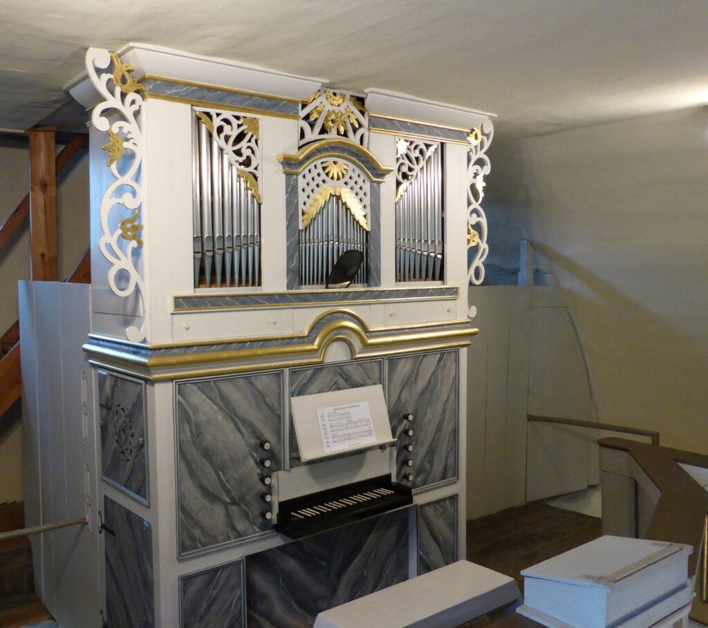 Orgel der Kirche Steinsdorf